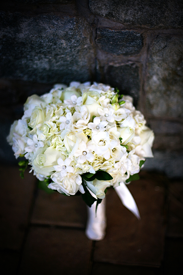 white hydrangea, white roses, white freesia, white stephanotis, Kristen Gardner Photography