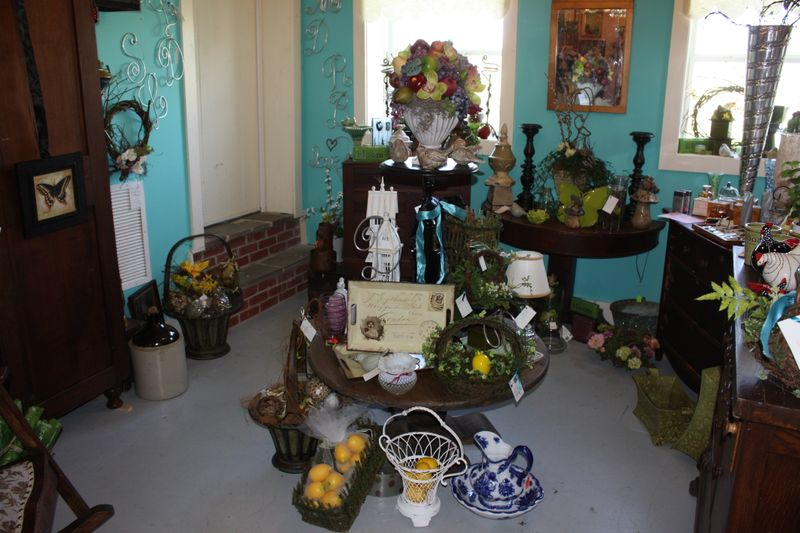 lucketts, virginia, on a whim, antiques