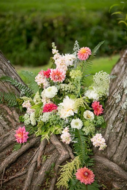 floral design on a tree, wedding flowers on a tree