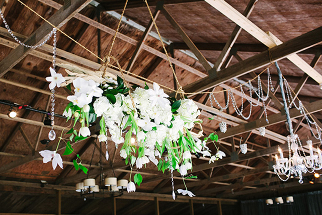 white flowers hanging, white tulips, white clematis
