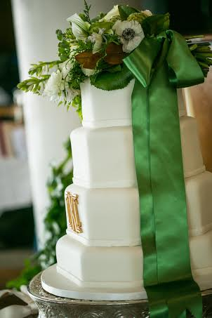 wedding cake with green midori satin ribbon callista designs chapel designer
