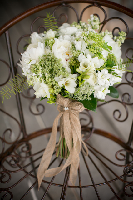 white and green flowers for weddings