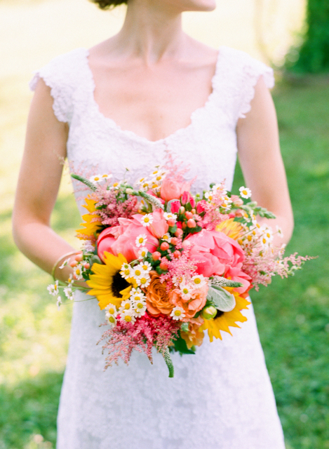 sunflower bridal bouquet, flowers by holly chapple, bluemont vineyard wedding